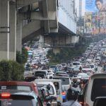 Embotellamiento que intentan resolver los expertos en transporte y tráfico