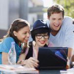 Muchas personas ingresan a la educación superior porque quieren tener una buena carrera después de completar sus estudios.